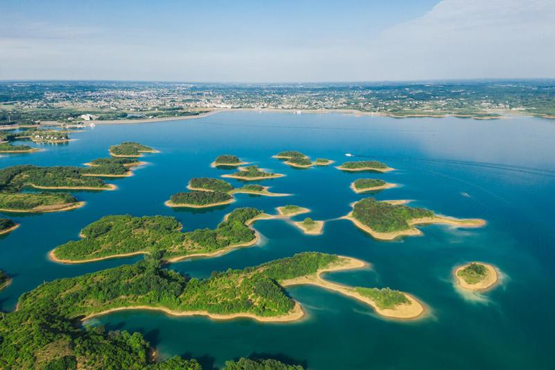洈水风景区位于 湖北 省 松滋 市西南部
