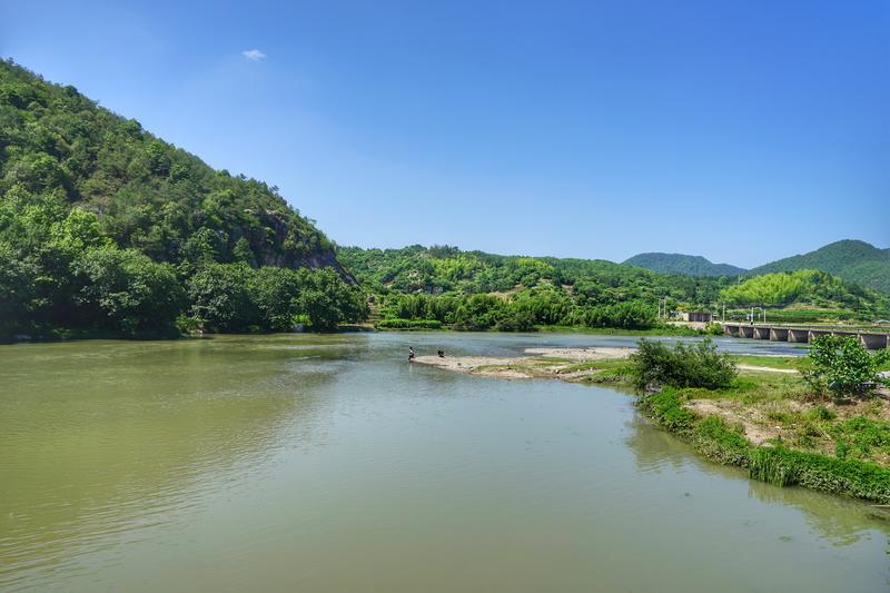 仙都风景区还有个景点是芙蓉峡,这里俗称铁城