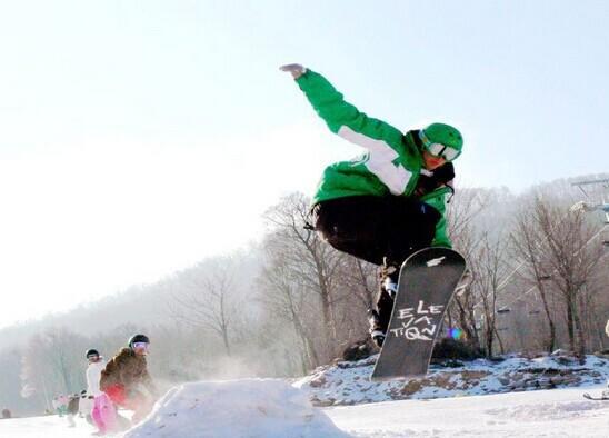 <兴隆山滑雪场-滑雪票>走进纯净银色世界,在滑行中抛掉一切烦恼