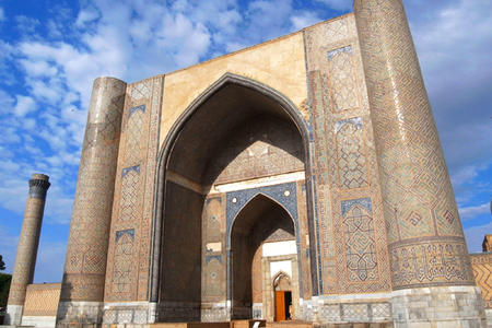 <乌兹别克斯坦5日游>塔什干,撒马尔罕,布哈拉三城游览,持第三国机票5天免签政策玩转乌兹别克斯坦,4人起定(当地参团)