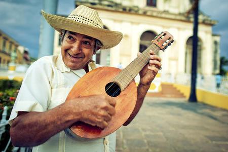 <南美六国悦动之旅+墨西哥+古巴+巴西+阿根廷+智利+秘鲁30日游>北上港出发,复活节岛,粉红湖,天坑奇景,Pisco小飞机,酒店升级特色餐,含wifi