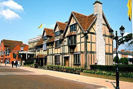 <英国苏格兰3晚4日循环游>伦敦集散、剑桥大学城、爱丁堡城堡、湖区国家公园、比斯特购物村(当地游)