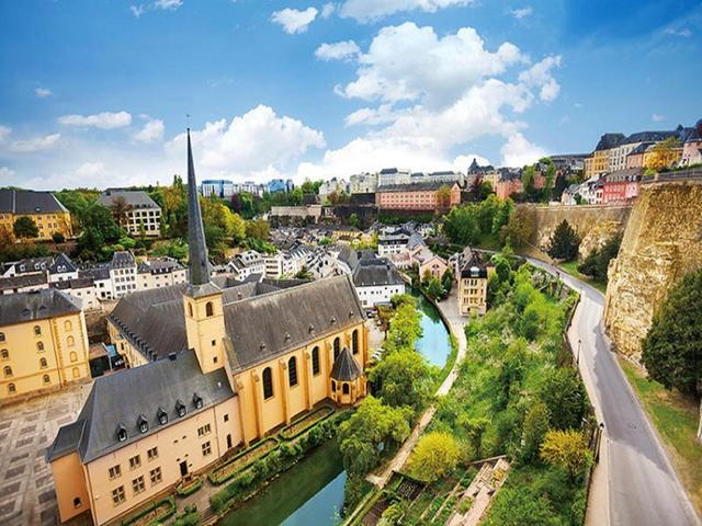 <法卢德荷比4晚5日循环游>巴黎集散、兰斯圣母院、浪漫莱茵河、贝多芬广场、科隆大教堂、风车村/一年一度荷兰花展阿姆斯特丹(当地游)