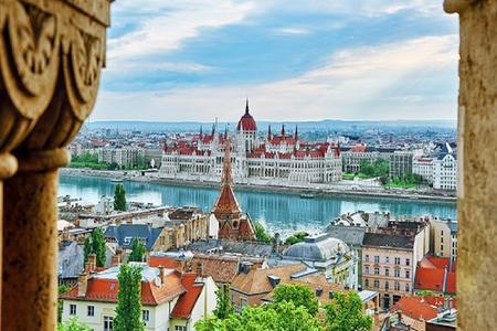 <德捷斯匈奥3晚4日循环游>法兰克福出发,终点维也纳、逊布伦宫华尔兹舞曲渔人堡布拉格旧市(当地游)