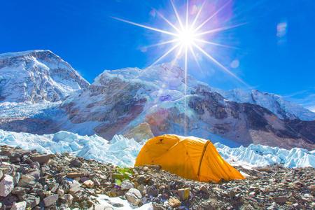 <尼泊尔EBC珠穆朗玛峰+洛子峰+马卡鲁峰徒步之旅14日游>世界徒步线路,专业徒步团队,雪山徒步观看多座高峰,直升机救援