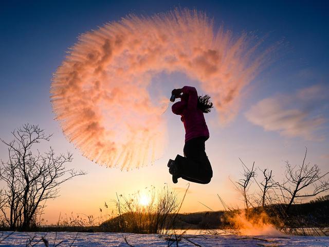 <哈尔滨-亚布力滑雪-温泉-摩天雪轮徒步-雪乡-镜泊冬捕精品小包团5日游>哈尔滨起止  贴心赠送百变头巾,热帖,免费使用雪套  10项观光玩法带您开启神秘精彩的雪遇之旅