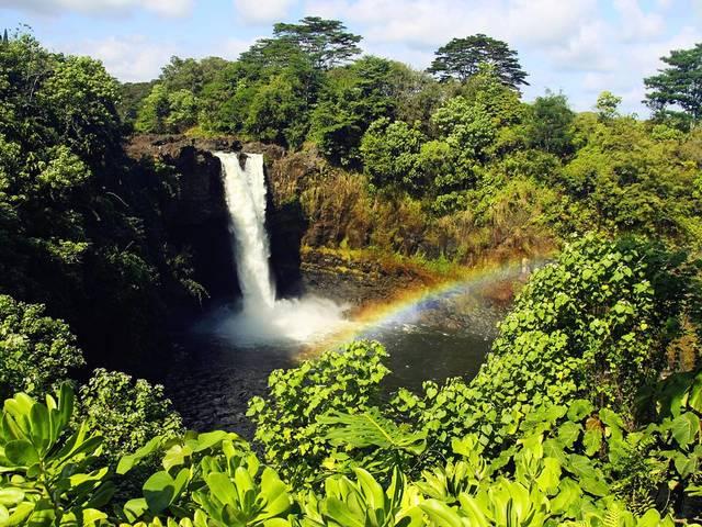 <夏威夷大岛精华一日游>指定地点免费接送/魅力火山国家公园、阿卡祖卡兰花园、理查森黑沙滩、浪漫彩虹瀑布(当地参团)