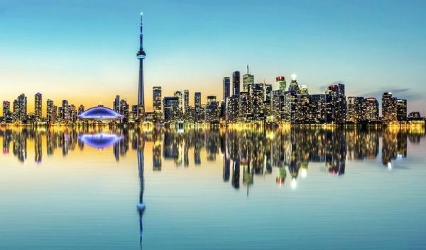 <加拿大东部多伦多深度一日游>多伦多大学、唐人街、加拿大国家电视塔、卡萨罗马城堡、安大略湖游船、水族馆