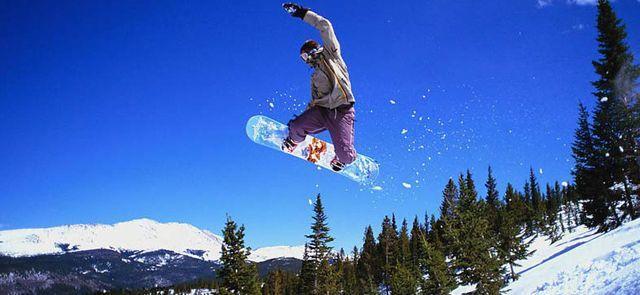 <哈爾濱玉泉玉峰滑雪場>玉泉玉峰滑雪場滑雪含雪鞋、雪板、雪杖、鞋柜,雪圈?隨便玩,贈一次雪地碰碰球