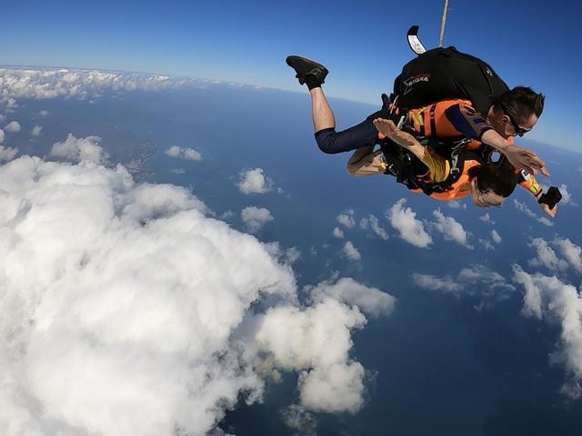 <浙江安吉天子湖3000米高空双人跳伞>3000米专业教练一带一/可自选含专业高清视频拍摄