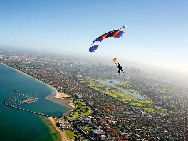<墨尔本大洋路12000英尺跳伞体验>在墨尔本体验高空一跃带来的快感,  用行动挑战极限自我(当地参团)