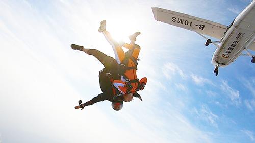 <海南高空跳伞中国国内高空跳伞海口高空双人跳伞>3000米跳伞国内高空跳伞双人跳伞外教全程拍摄