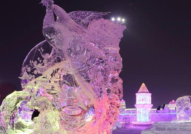 <東北旅游 哈爾濱冰雪大世界一日游>東北冰雪文化+純玩無購物 變幻多姿、璀璨壯觀的夜晚冰飾美景